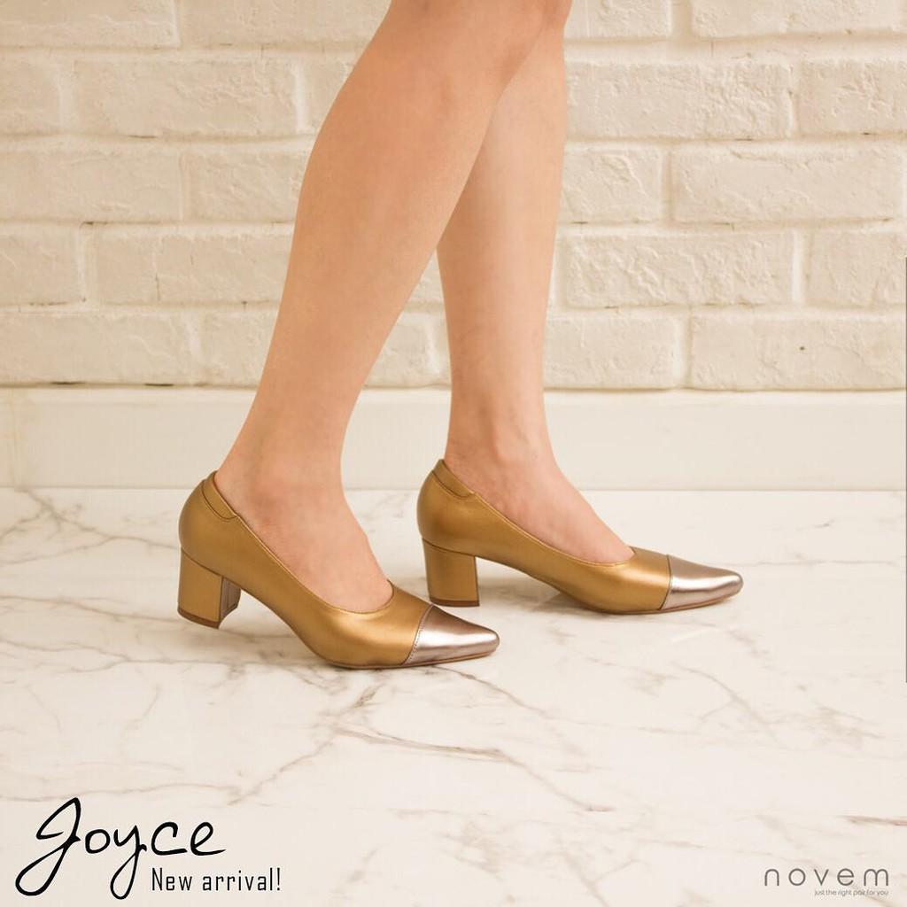Novem.shoes รุ่น Joyce ราคา 2,690 บาท หนังแกะสีน้ำตาลทอง