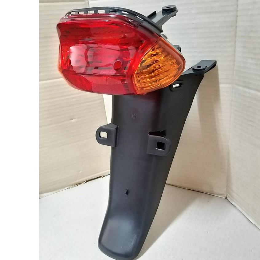ไฟท้าย พร้อมบังโคลนหลังชุด DREAM-EXCES, C100P ปี 2001 (สีแดง, สีส้ม)#HMA BRAND