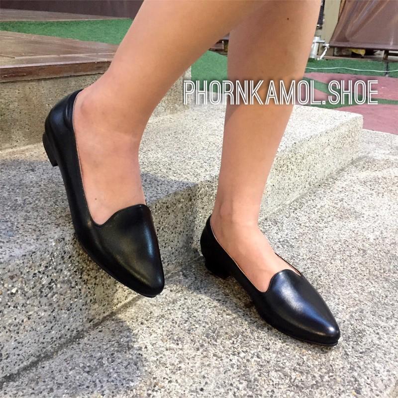 รองเท้าสตรีคัชชูหัวแหลมสีดำ