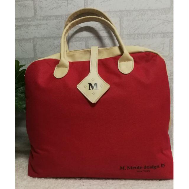 กระเป๋าเดินทาง ใบเล็ก สำหรับเดินทางใกล้ๆ หรือใส่อุปกรณ์เล่นกีฬา กว้าง  16 สูง 14 นิ้ว ราคา 200 บาท ส่งฟรี