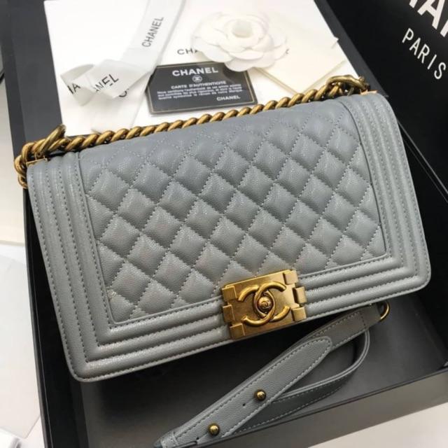 กระเป๋า Chanel boy original