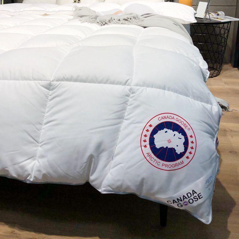 ! Canada Goose อุปกรณ์ผ้านวมให้ความอบอุ่นสีขาว