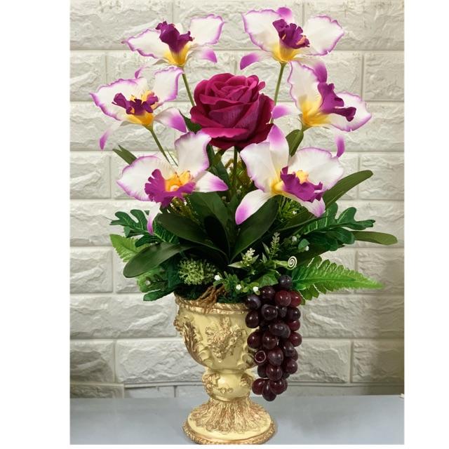 แจกันกล้วยไม้ แคทลียา และดอกกถหลาบ เหมือนจริงมาก เรียบ หรูดูดี เป็นดอกไม้ประดิษฐ์ สูงประมาณ 45 ชม กว้าง 30 ชม.