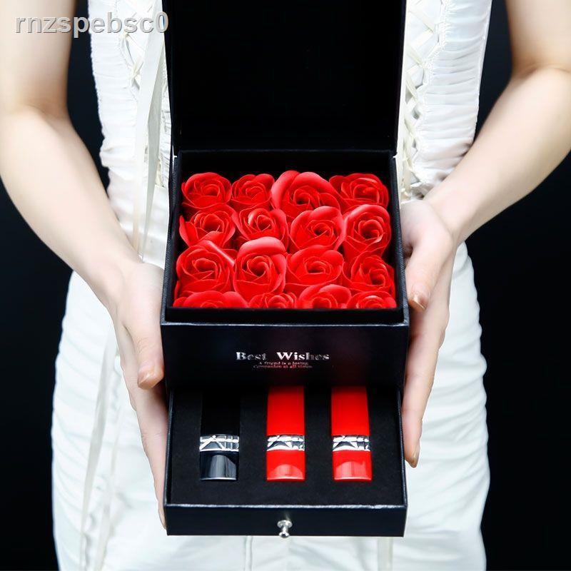 🔥พร้อมส่ง🎁❁♦۞ของแท้ Dior Manny 999 non-fading non-stick cup gift box set student party plain lipstick Christmas <11