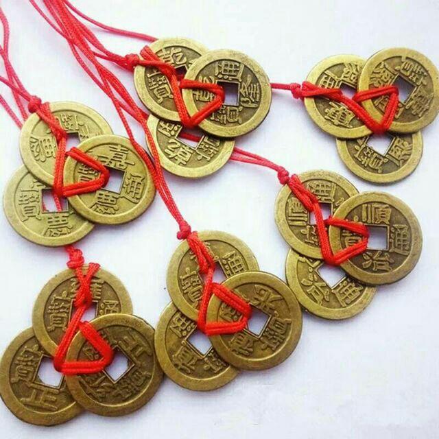 เครื่องราง 💕 เหรียญจีนโบราณ (ทำจากทองเหลือง) 3  เหรียญ ร้อยด้ายแดง เหรียญนำโชค     https://tookhuay.com/ เว็บ หวยออนไลน์ ที่ดีที่สุด