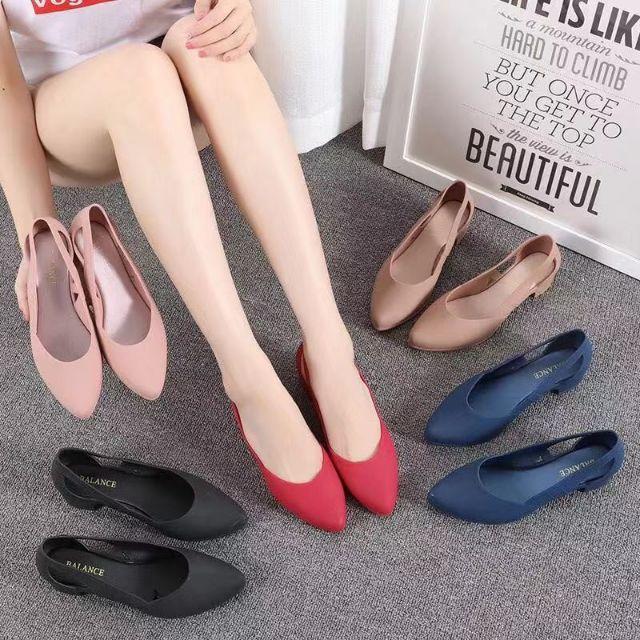 รองเท้าคัชชูหญิงแฟชั่น สีดำ ส้นเตี้ย รองเท้าคัชชูใส่สบาย