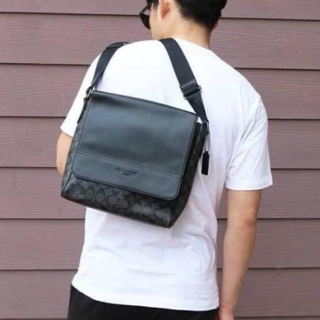 พร้อมส่ง : กระเป๋าสะพายข้างผู้ชาย COACH HOUSTON MAP BAG IN SIGNATURE CANVAS #F73339