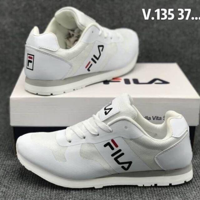 รองเท้าวิ่ง Fila สีขาวล้วน 350บาท