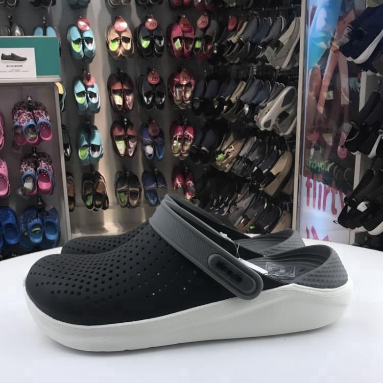 รองเท้าชายหาดแท้ของ Crocs
