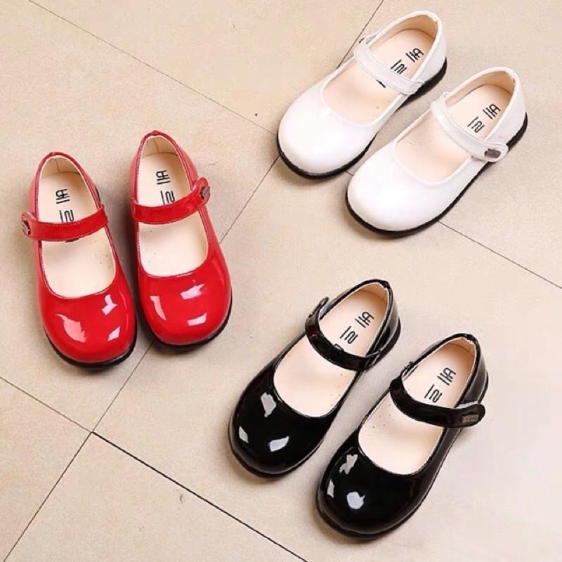 รองเท้าเด็กคัชชูหนังแก้ว ขาว