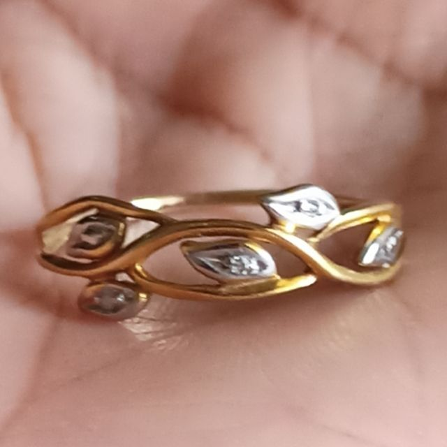 แหวนเพชรแท้ 3 เม็ด ทองแท้ 9 เค หนัก 1.02 กรัม ไซค์ 53 ราคา 2,900 บาท มือสองสภาพ 90%