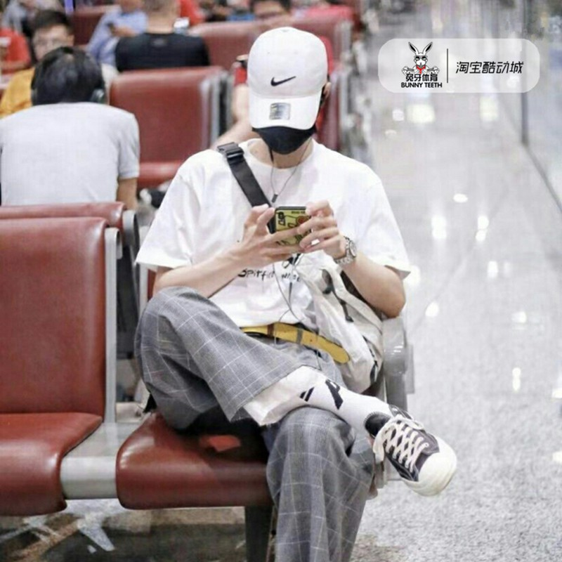 ≍ϟNike Nike Wang Yibo หมวกเบสบอลสีขาวและดำแบบเดียวกันที่ปรับได้ 892651-100-010เรื่องกอล์ฟ 高尔夫用品