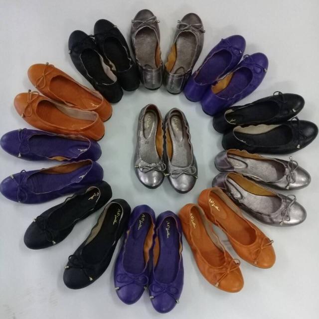 รองเท้าคัชชูส้นเตี้ยหนังแกะ ทำจากหนังแกะแท้ให้สัมผัสที่นุ่มเท้า สามารถพับเก็บได้ รองพื้นด้านในด้วยหนังแกะ ซับในแพะนิ่มๆๆ