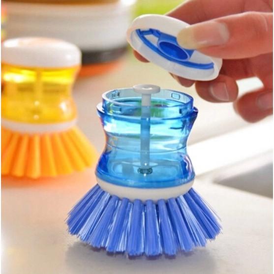 หัวแปรงล้างจานทำความสะอาดพร้อมที่ใส่น้ำยาล้างจานในตัว