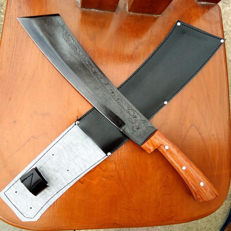 มีดเดินป่า มีดอรัญญิกแท้ มีดหัวตัด ใบมีด 11.5 นิ้ว เหล็กแหนบเยอรมัน SK60C D2 ชุบแข็ง รมดำ สลักลายไทย ด้ามไม้ พร้อมฝักหนั