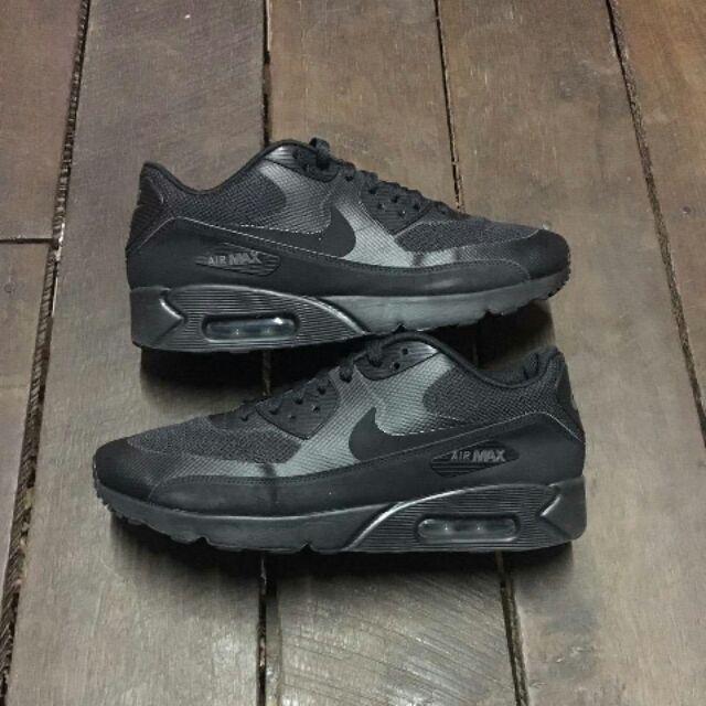 รองเท้าผ้าใบผู้ชาย size 42.5  ยี่ห้อ Nike Air Max90 Ultra 2.0 triple black ของแท้, มือสอง