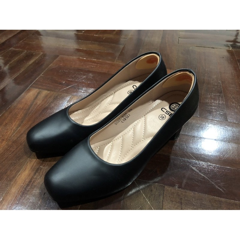 รองเท้าคัชชูสีดำ ใส่รับปริญญา