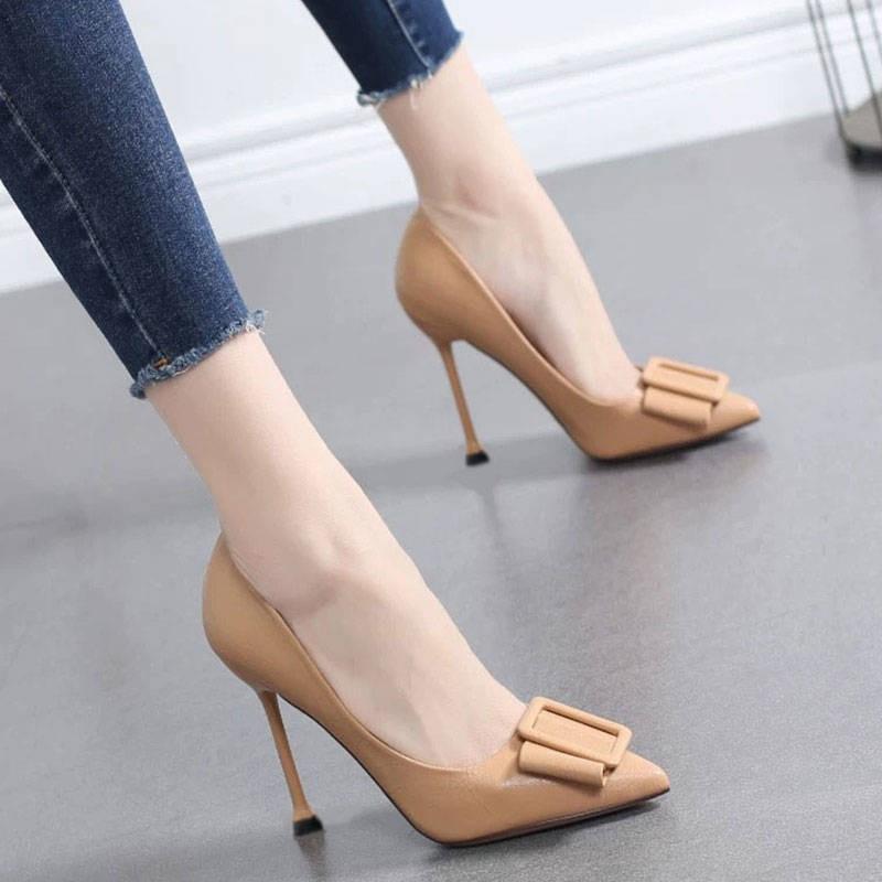รองเท้าส้นสูง。รองเท้าคัชชู。 รองเท้าเดียวหญิง 2020 ฤดูใบไม้ผลิและฤดูใบไม้ร่วงใหม่ป่ารองเท้าส้นสูงสีดำหญิงที่มีแฟชั่นเครือ