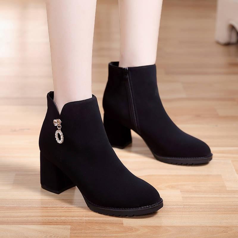 รองเท้าส้นสูงไซส์ใหญ่!รองเท้าคัชชู!รองเท้าส้นสูงมือสอง! รองเท้าบูทสั้น Frosted รองเท้าบูทผู้หญิง 2020 ใหม่ฤดูใบไม้ร่วงและฤดูหนาวสีดำรองเท้าแฟชั่นรองเท้าส้นสูงหนาและกำมะหยี่