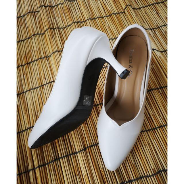 รองเท้าคัชชูสีขาวส้นสูง พื้นนุ่ม ไม่กัดเท้า