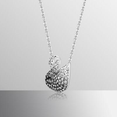 ≉じSwarovski สีดำและสีขาวไล่ระดับหงส์ (ใหญ่) Iconic Swan สร้อยคอผู้หญิง5614103