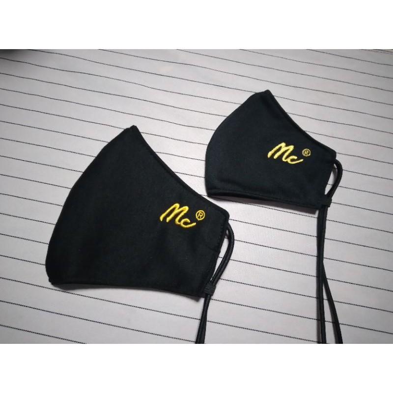 พร้อมส่ง Mask หน้ากากผ้าปิดจมูก Set คู่ ปักลายแบรนด์ Mc ผ้าละเอียดแบบปักอย่างดี พร้อมสายคล้องคอในตัว