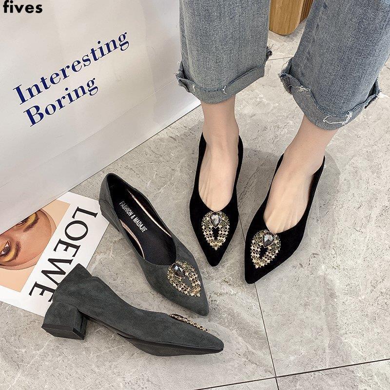 รองเท้าคัชชูหัวแหลม, รองเท้าผู้หญิงทุกแบบ, ส้นกลาง, อารมณ์แบบผู้หญิง, รองเท้าส้นสูงส้นหนา