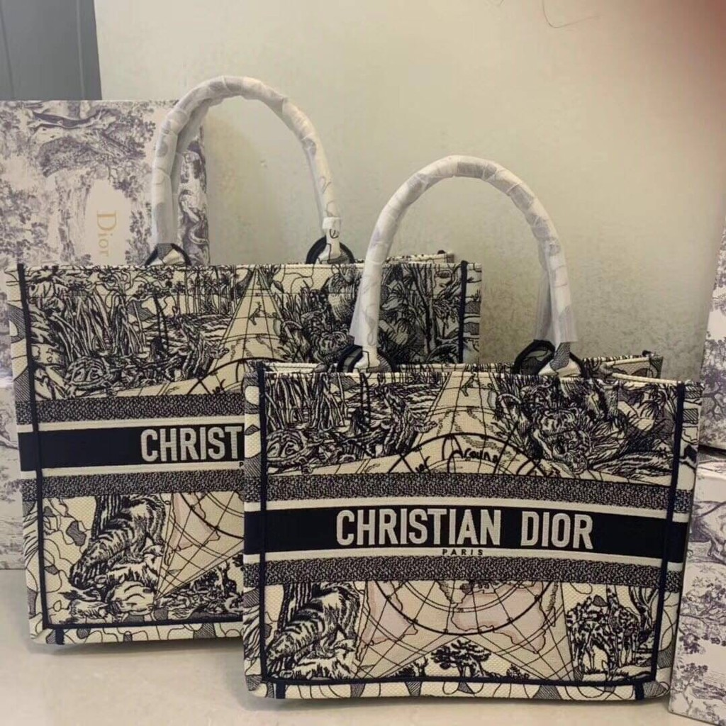 CHRISTIAN DIOR BOOK TOTE BLUE MULTICOLOR AROUND THE WORLD EMBROIDERY CANVAS BAG กระเป๋าถือทรง shopping แบรนด์ดิออร์