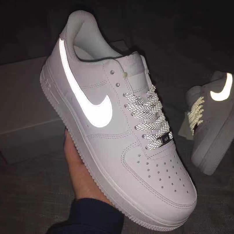 รองเท้าผ้าใบ Nike Air Force 1 สะท้อนแสง
