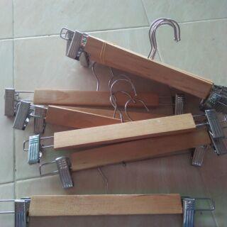 ไม้แขวนเสื้อไม้แบบหนีบ13นิ้ว(แขวนกระโปรง)(เก็บเงินปลายทาง)