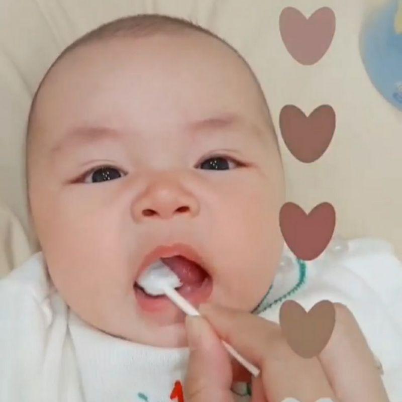 แปรงผ้าก็อซแท่ง 3D สำหรับแปรงฟัน เช็ดลิ้น เช็คคราบนม ใช้ได้ตั้งแต่เด็กแรกเกิด