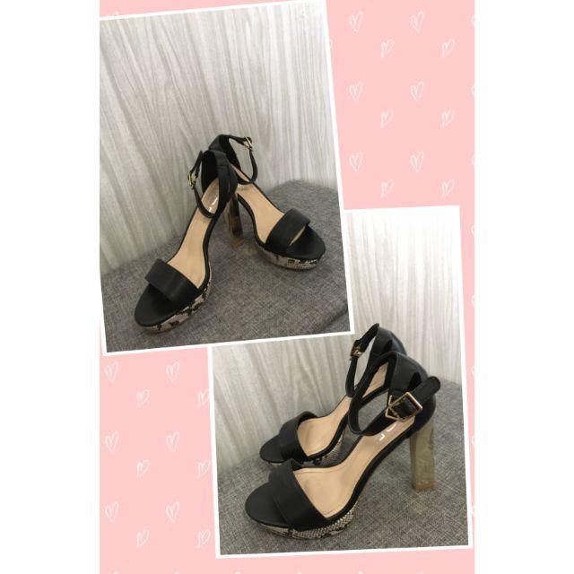 รองเท้าส้นสูงแบรด์ F.O.F แท้ มือ2 สภาพ100% พร้อมกล่อง ด้านหน้าลายหนังงู ส้นสีทอง ราคา 890 บาท