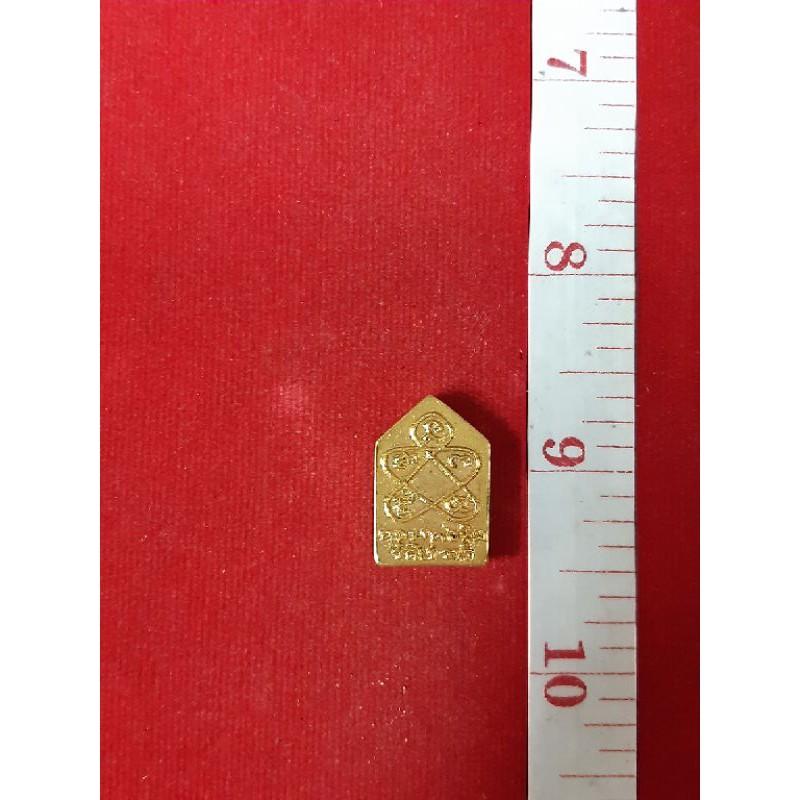 พระขุนแผนพิมพ์เล็กหลวงปู่ทิม วัดละหารไร่ เนื้อเปียกทองคำแท้