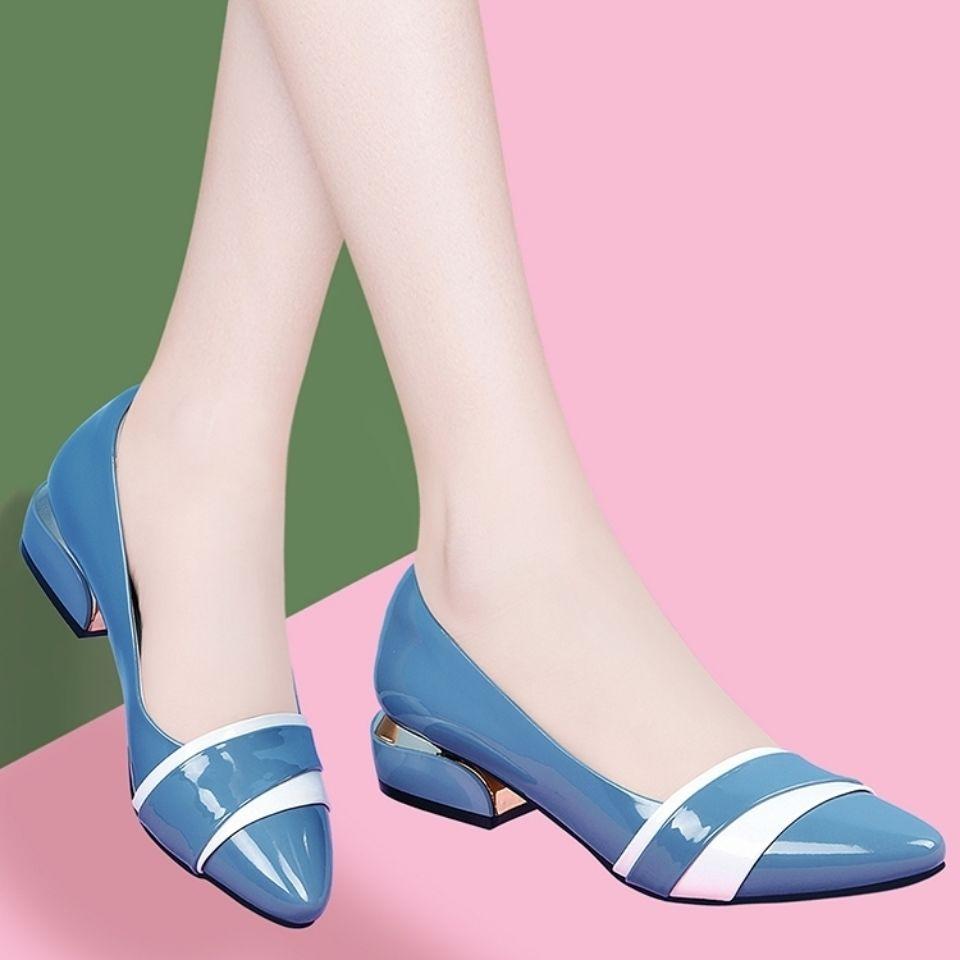 รองเท้าคัชชูหัวแหลมแฟชั่นส้นเตี้ยผู้หญิงสีเข้ากับปากตื้นรองเท้าเดียวส้นหนาทุกคู่