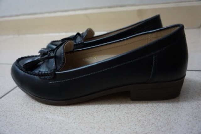 รองเท้าคัชชู สีดำ