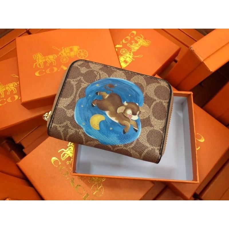 🔥🔥พร้อมส่ง🔥🔥 กระเป๋าตังค์ COACH กระเป๋าสตางค์ใบสั้น กระเป๋าเงิน กระเป๋าโค้ช ลายน้องวัว