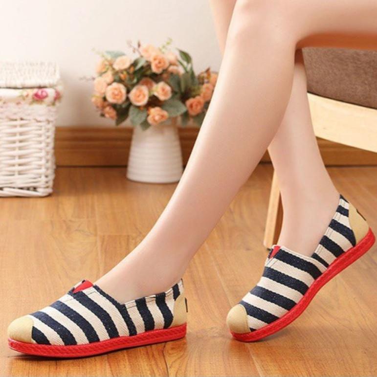 Lucky Shoes   รองเท้าคัชชูหุ้มส้น รองเท้าแฟชั่น ลายทาง มี 2 สี
