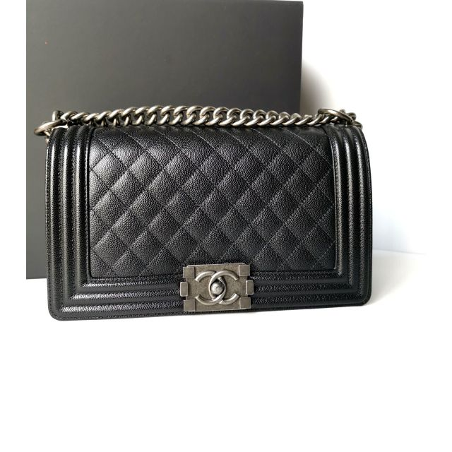 New Chanel boy 10 black caviar holo 28