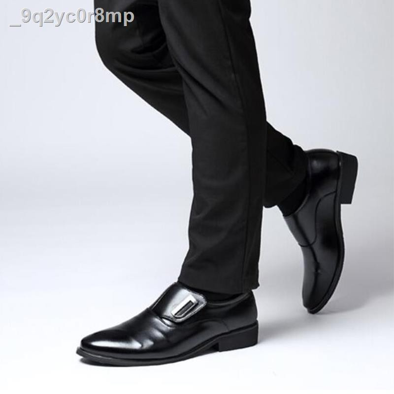 รองเท้าหนังผู้ชาย❧✙ஐSunny flower รองเท้าคัชชูผู้ชายพื้นนิ่มงานยางผสมพีวีซีทนคุ้มค่างานราคาแพงขั้นสูงรองเท้าผู้ชายแบบทาง