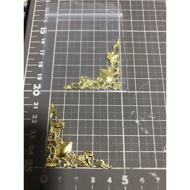 251แผ่นโลหะฉลุสีทอง ขนาดตามรูป 1 ชิ้น ราคา 9 บาท