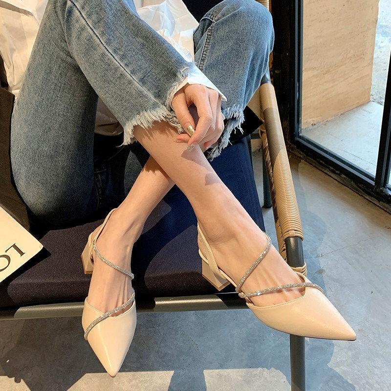 รองเท้าแตะเป่าโถวรองเท้าคัชชูหัวแหลมผู้หญิงคำหัวเข็มขัดรองเท้าโรมัน