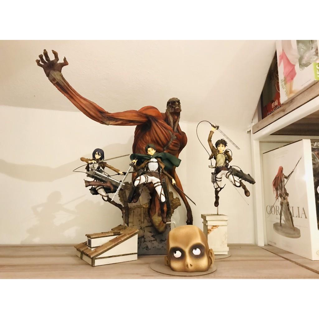 (Used) Attack on Titan Figure Set 18/500
