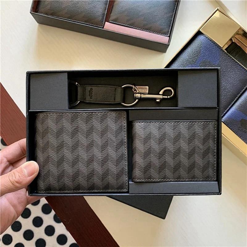 ◉Кอเมริกันซื้อ Coach กระเป๋าสตางค์ใบสั้นผู้ชายกระเป๋าใส่บัตรกระเป๋าใส่เหรียญชุดของขวัญหนังวัวพร้อมพวงกุญแจ