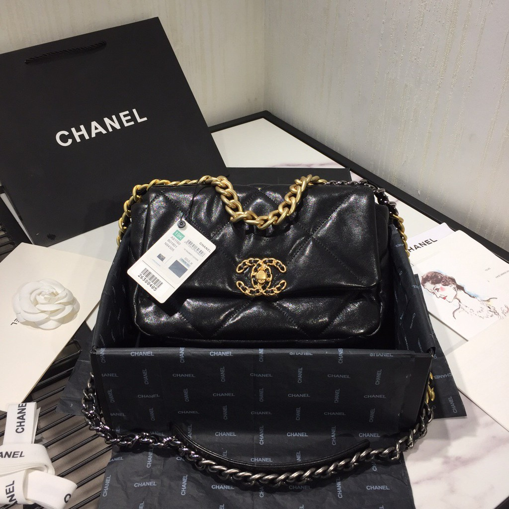 CHANEL 19 Flap Leather Bag