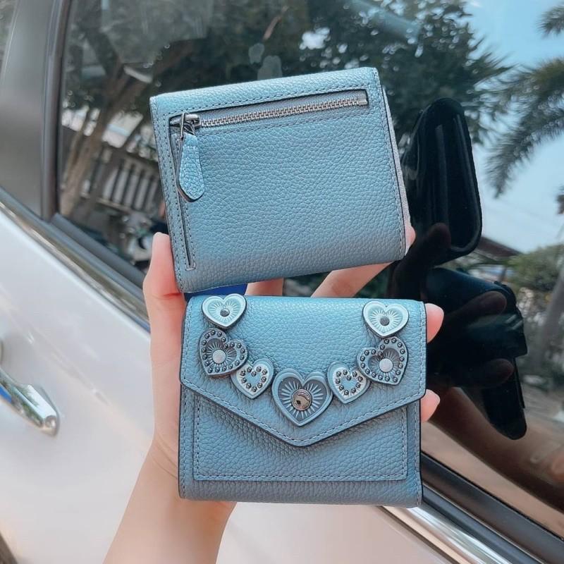 กระเป๋าสตางค์ งาน Shop 3 พับ ใบสั้น ฟ้า  Coach Small Wallet With Hearts Coach29747 หนังแท้