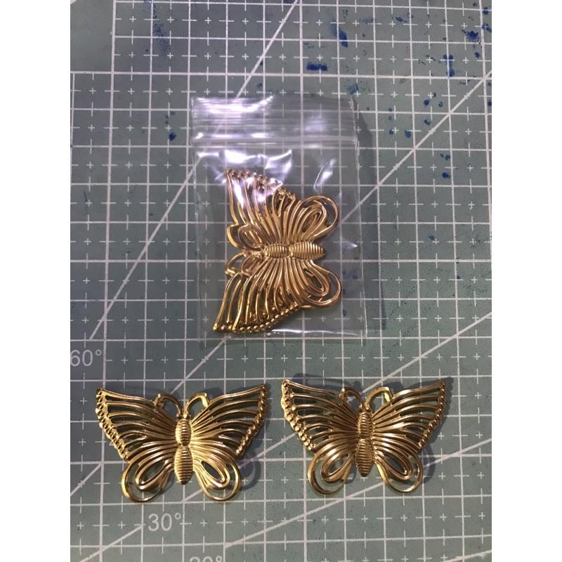 425แผ่นโลหะผีเสื้อสีทอง ขนาดตามรูป 2 ชิ้น 6 บาท