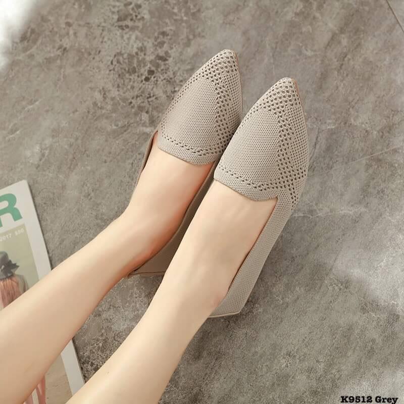 รองเท้าคัชชูหัวแหลม รองเท้าแฟชั่นผู้หญิง สีพื้นเรียบๆ