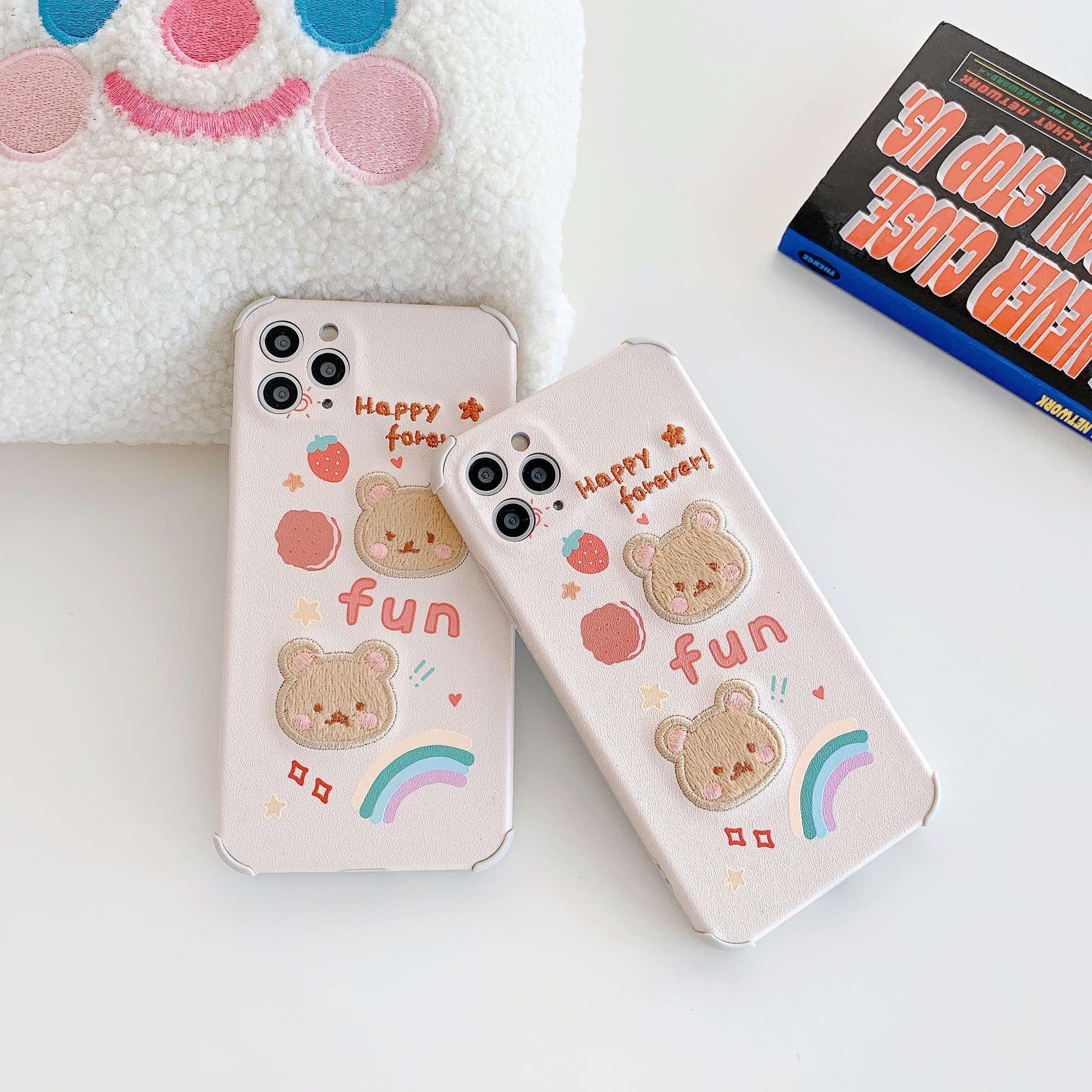 เคสโทรศัพท์มือถือ iPhone 11 iPhone 7/8 plus X XS XSMAX XR 11 PRO MAX เคสไอโฟนปักหัวหมีสองตัวพร้อมสตรอเบอร์รี่ป้องกันการตก