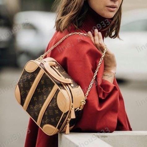 กระเป๋าเดินทางขนาดเล็กของ Louis Vuitton นั้นมีความสกปรกที่สุดด้วยสายโซ่และสายรัดมันให้ความรู้สึกเหมือนซื้อกระเป๋าสองใบ