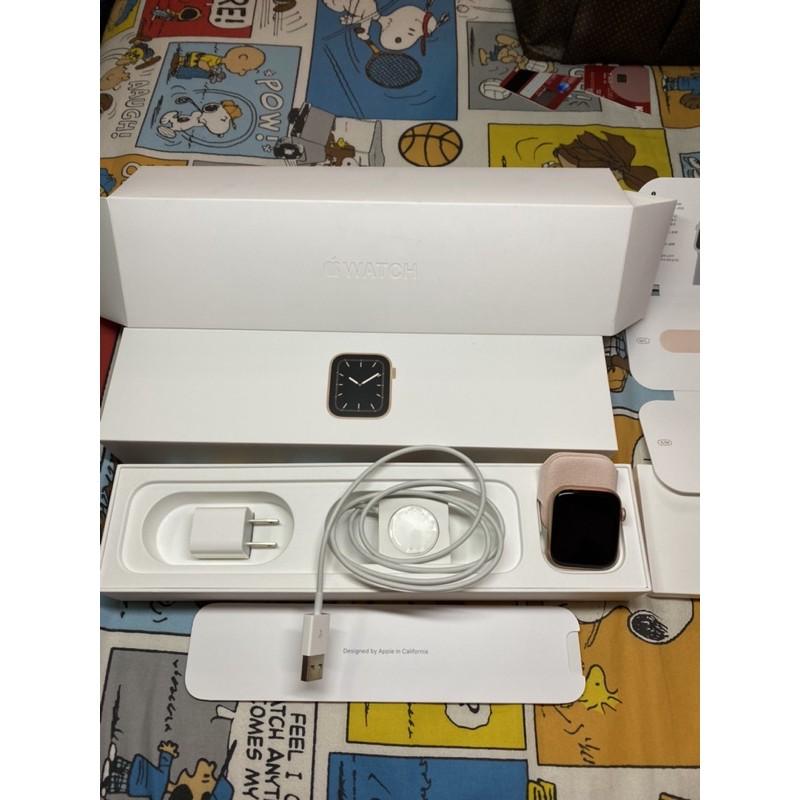 Apple Watch series5 Gold Aluminum Case Pink sand sport band